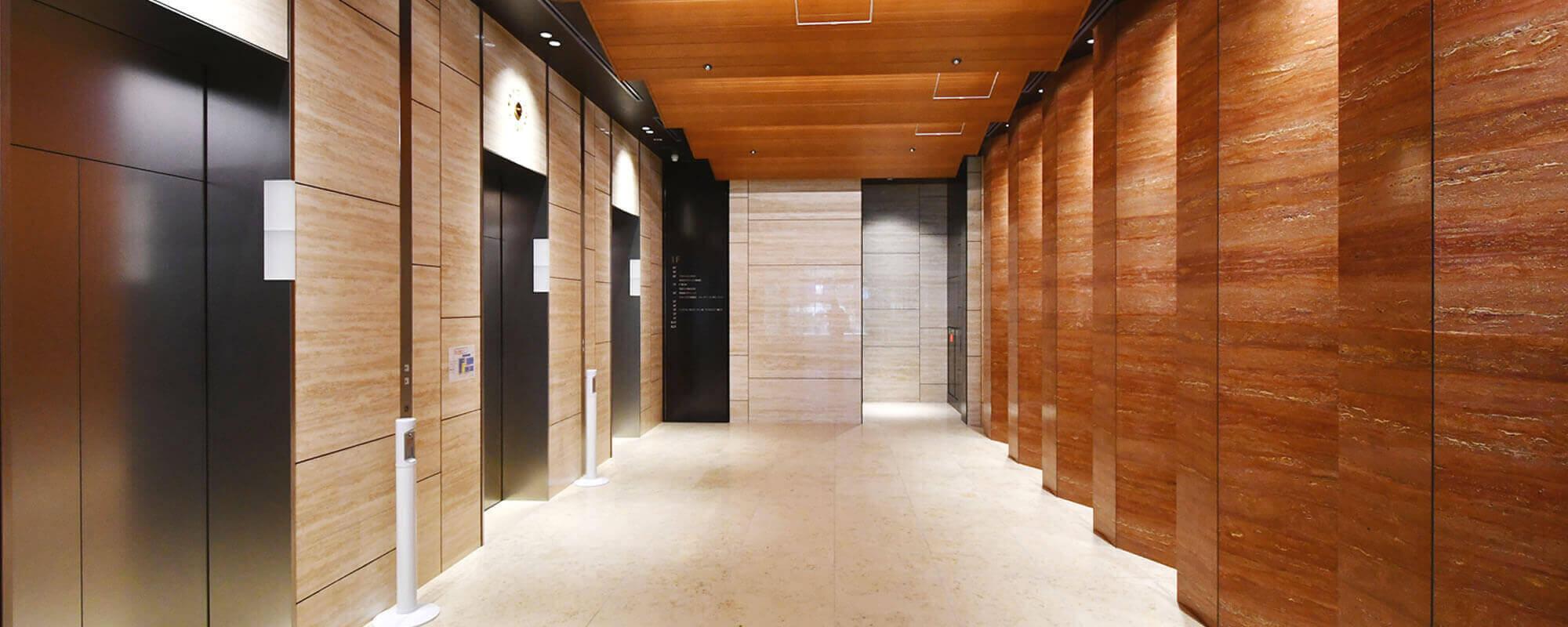 1階エレベータホール